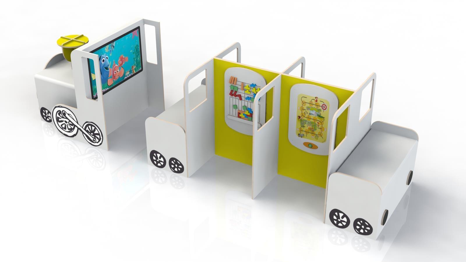 grand train pour enfants avec des jeux aménagés