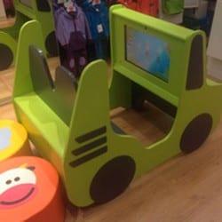 voiture avec écran pour enfants