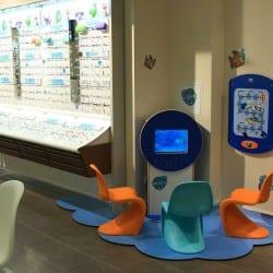 structure de jeux pour enfants chez un opticien