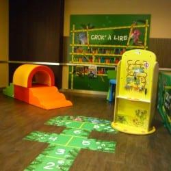 grand coin pour enfants dans un restaurant