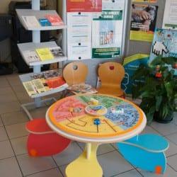 table pour enfants dans une salle d'attente