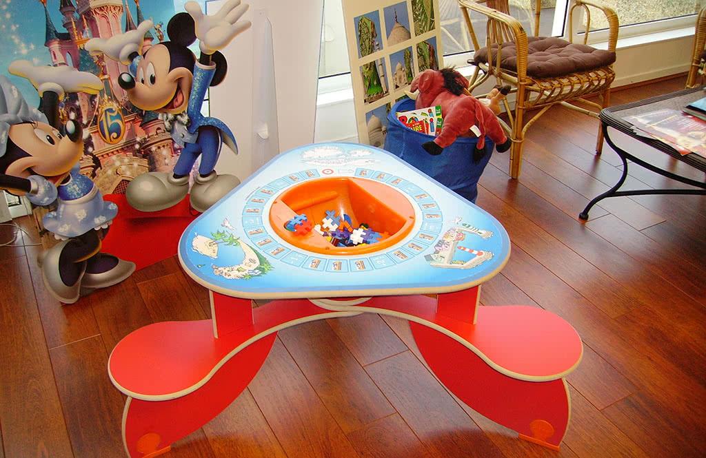 Table avec jeux
